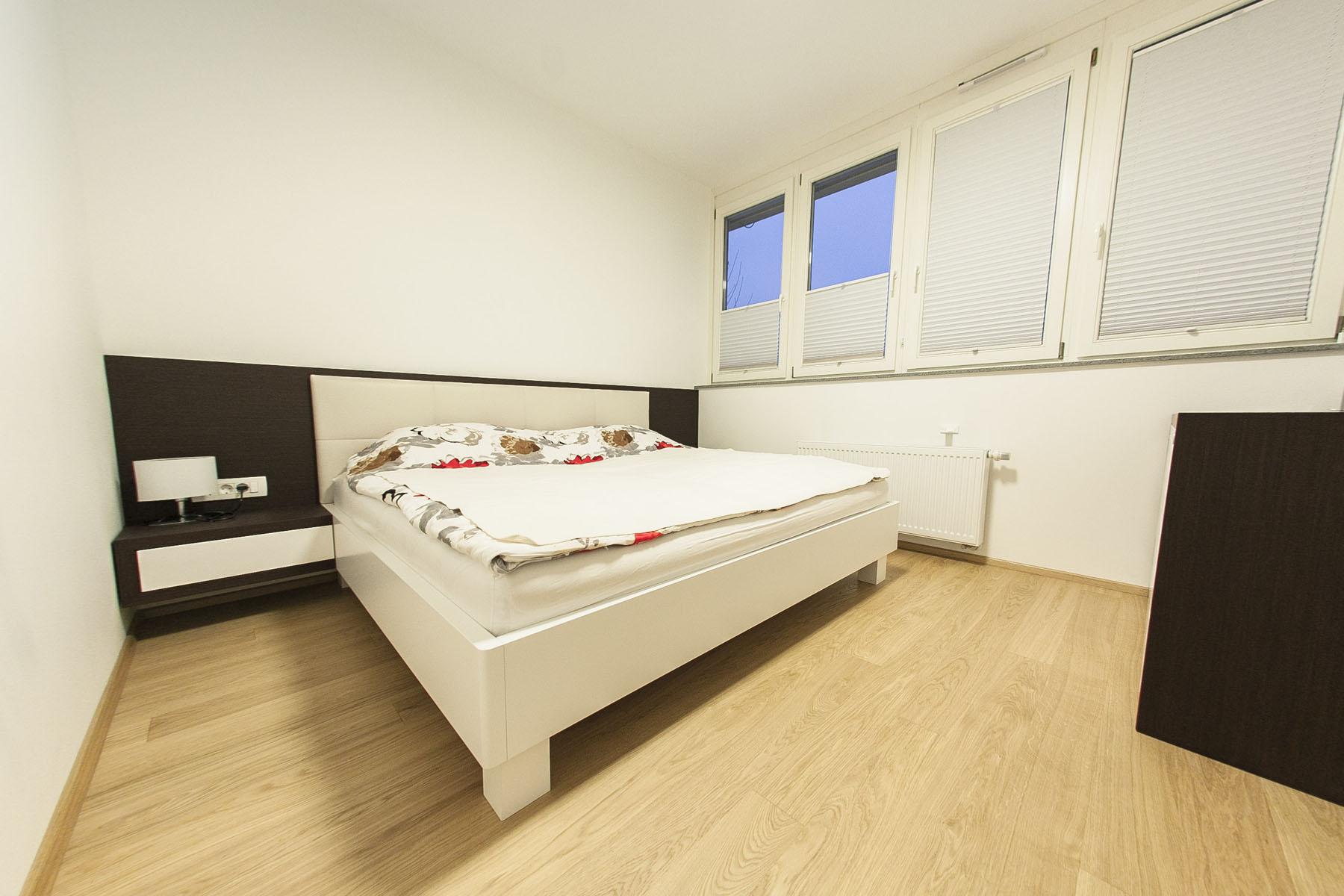 pohištvo in postelja po meri za spalnico