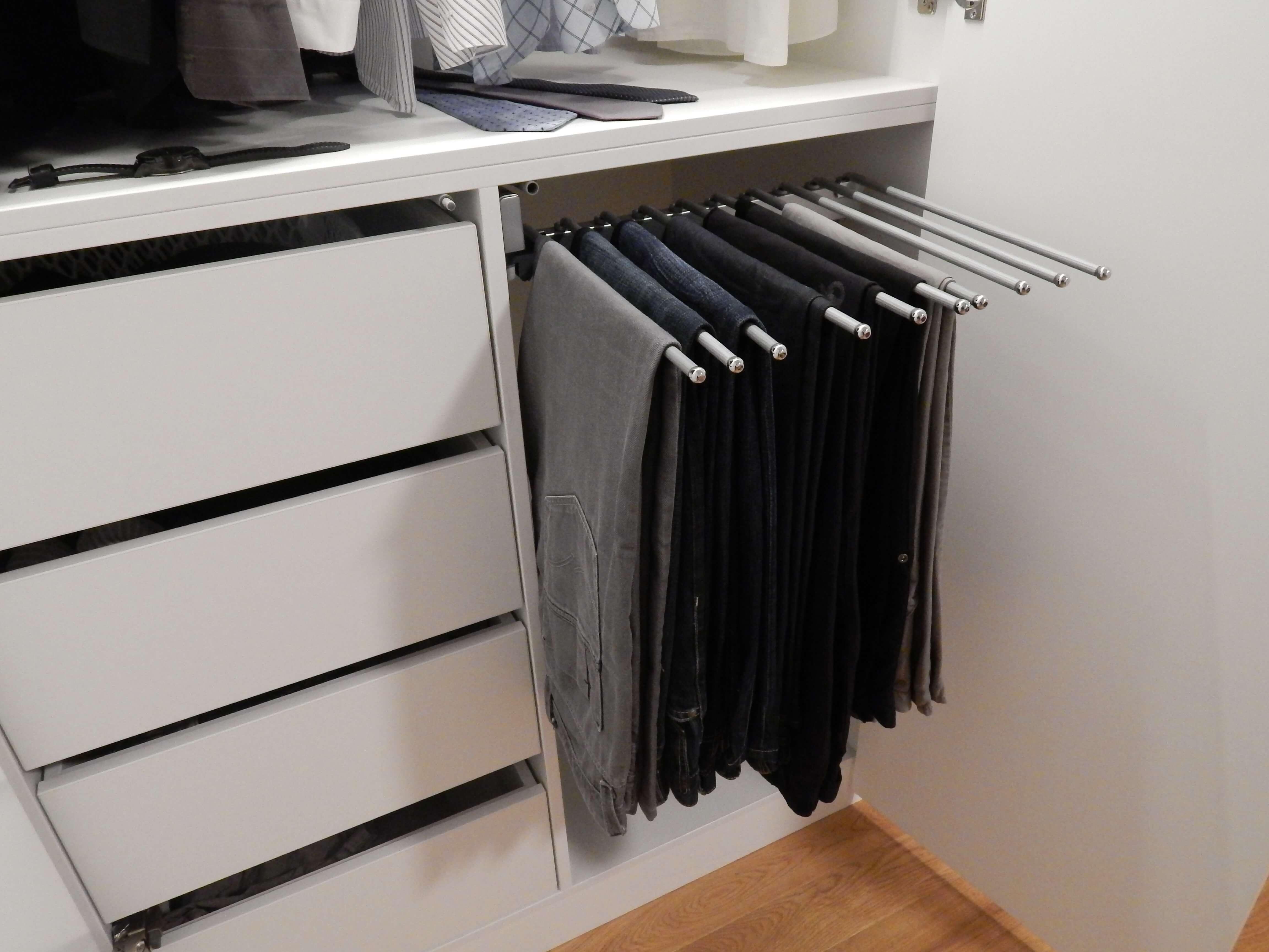garderobna omara po meri obešalnik za hlače