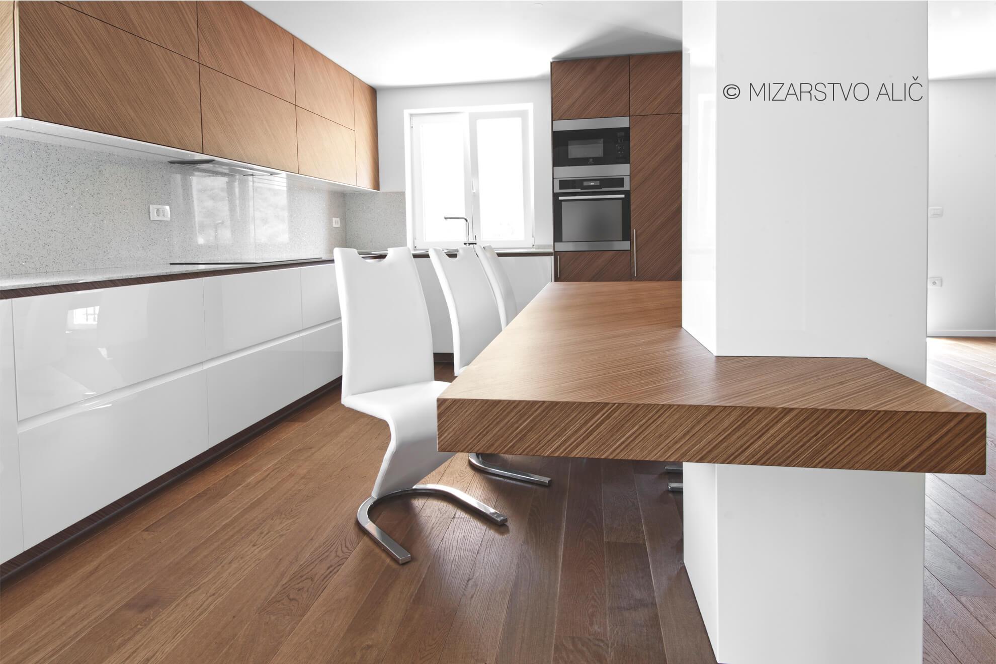 Furnirano kuhinjsko pohištvo po meri
