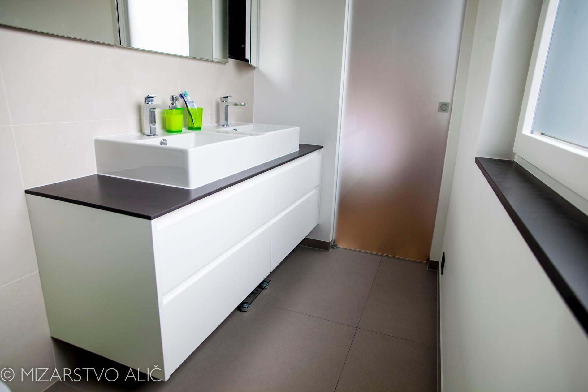 omare za kopalnico po meri