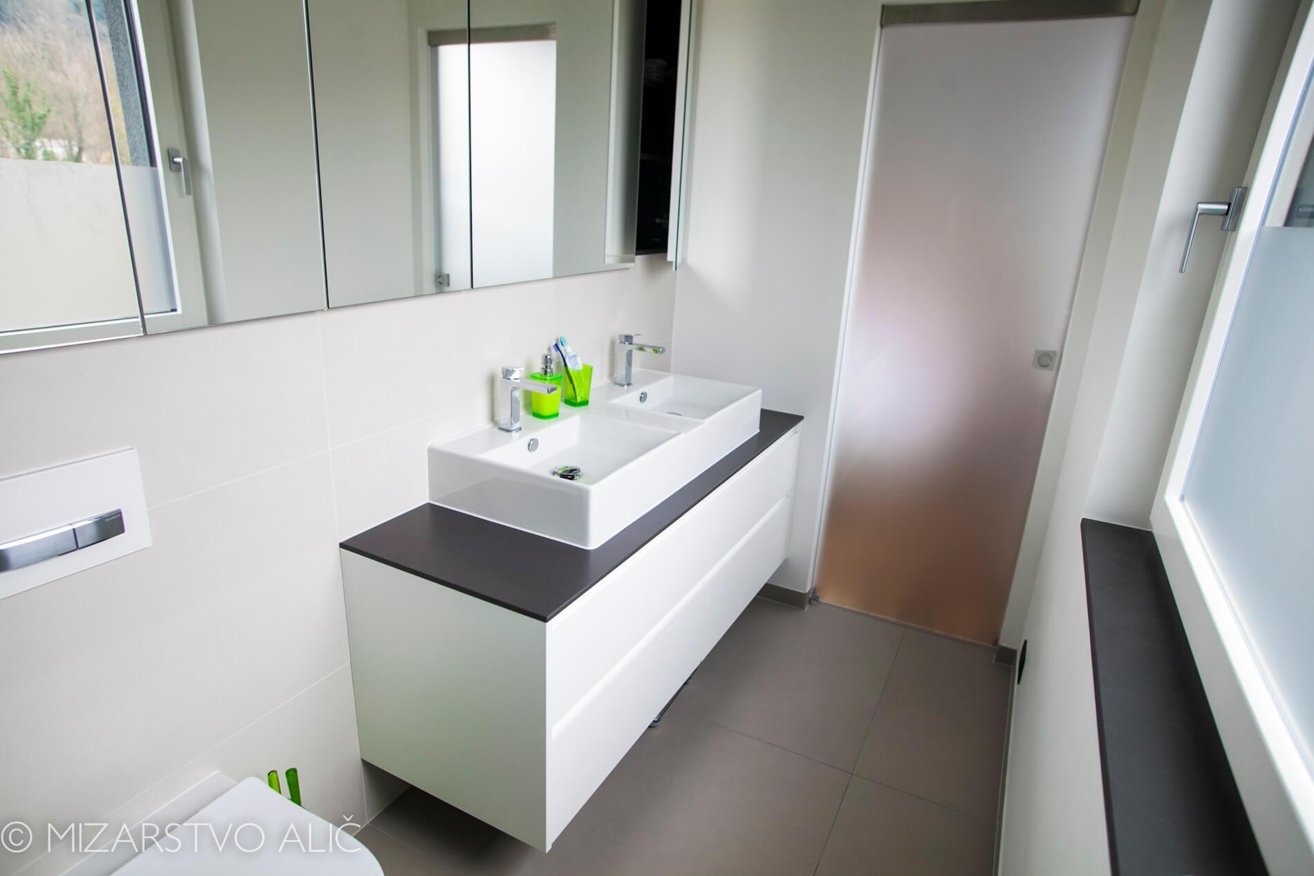 omare za kopalnico po naročilu