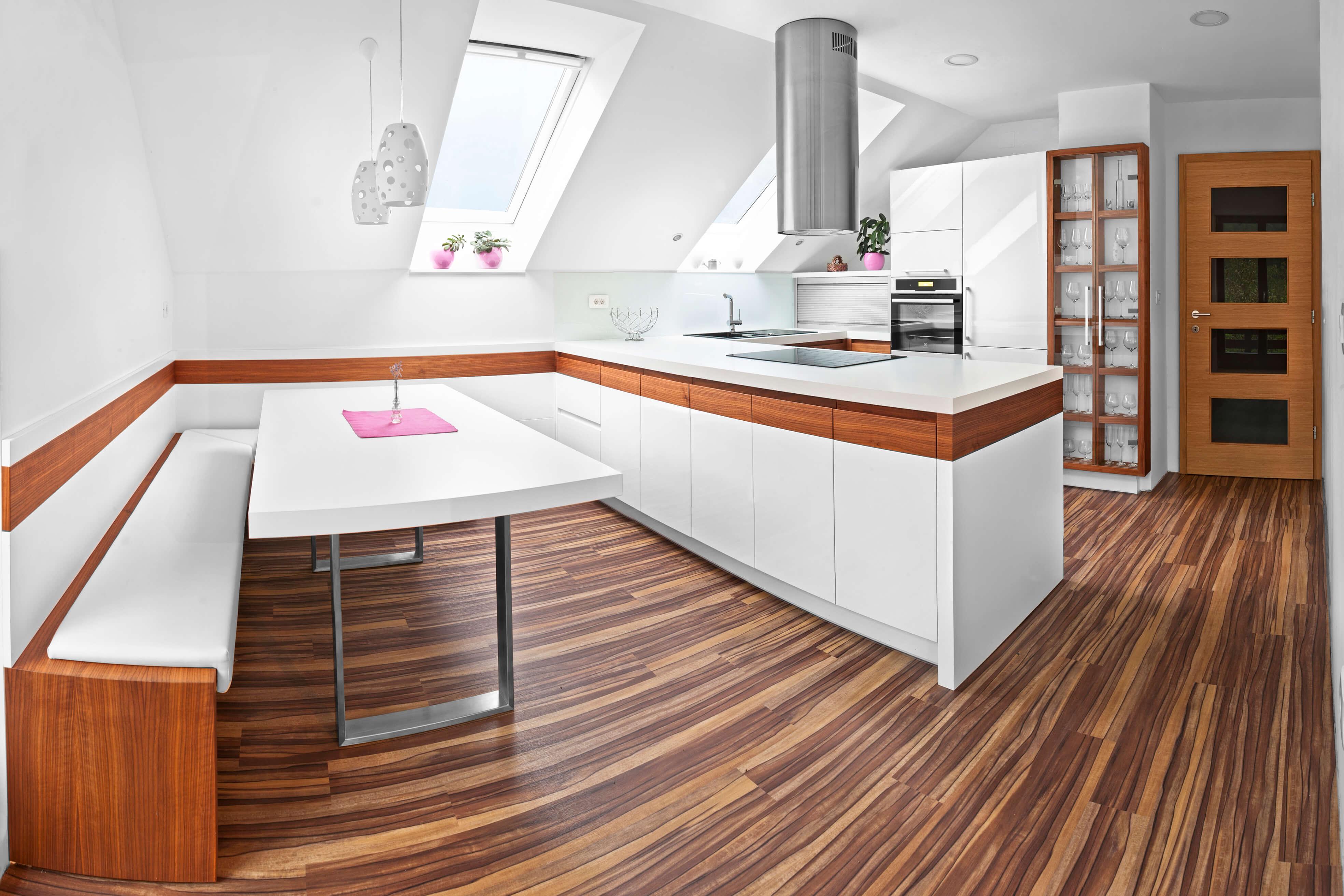 Kuhinja in jedilnica po meri v mansardi