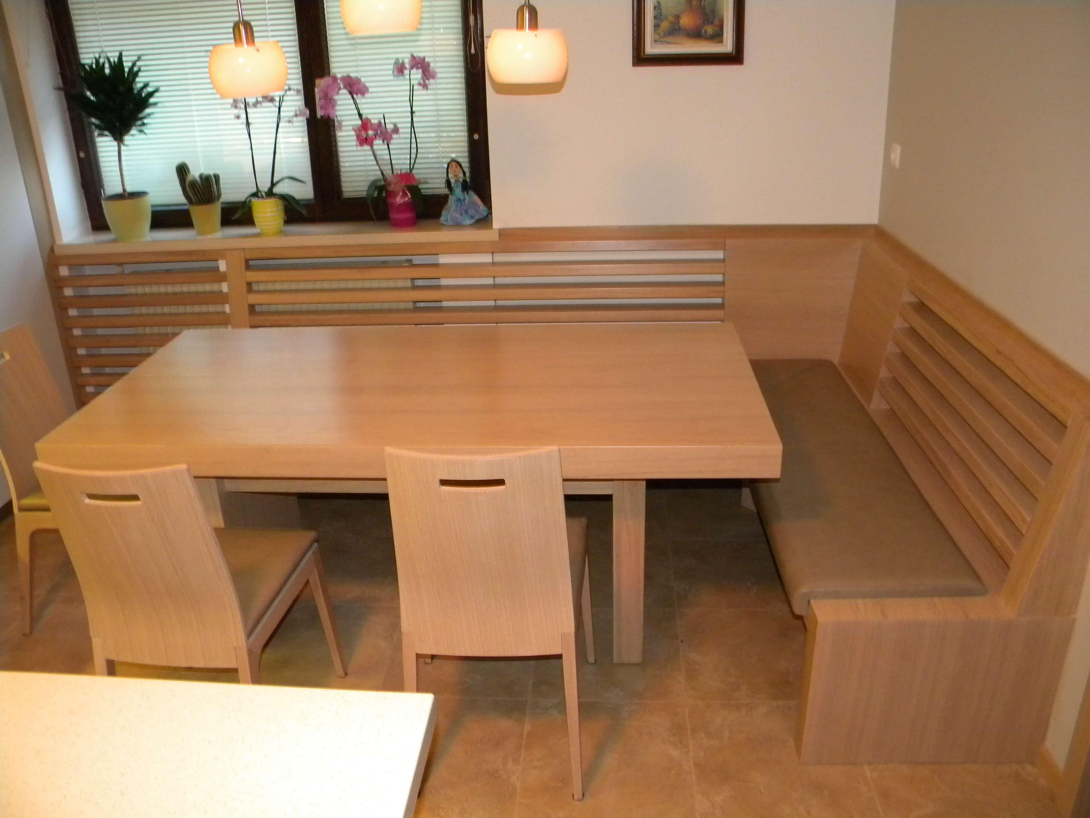 Miza za jedilnico in oblazinjena klop po naročilu