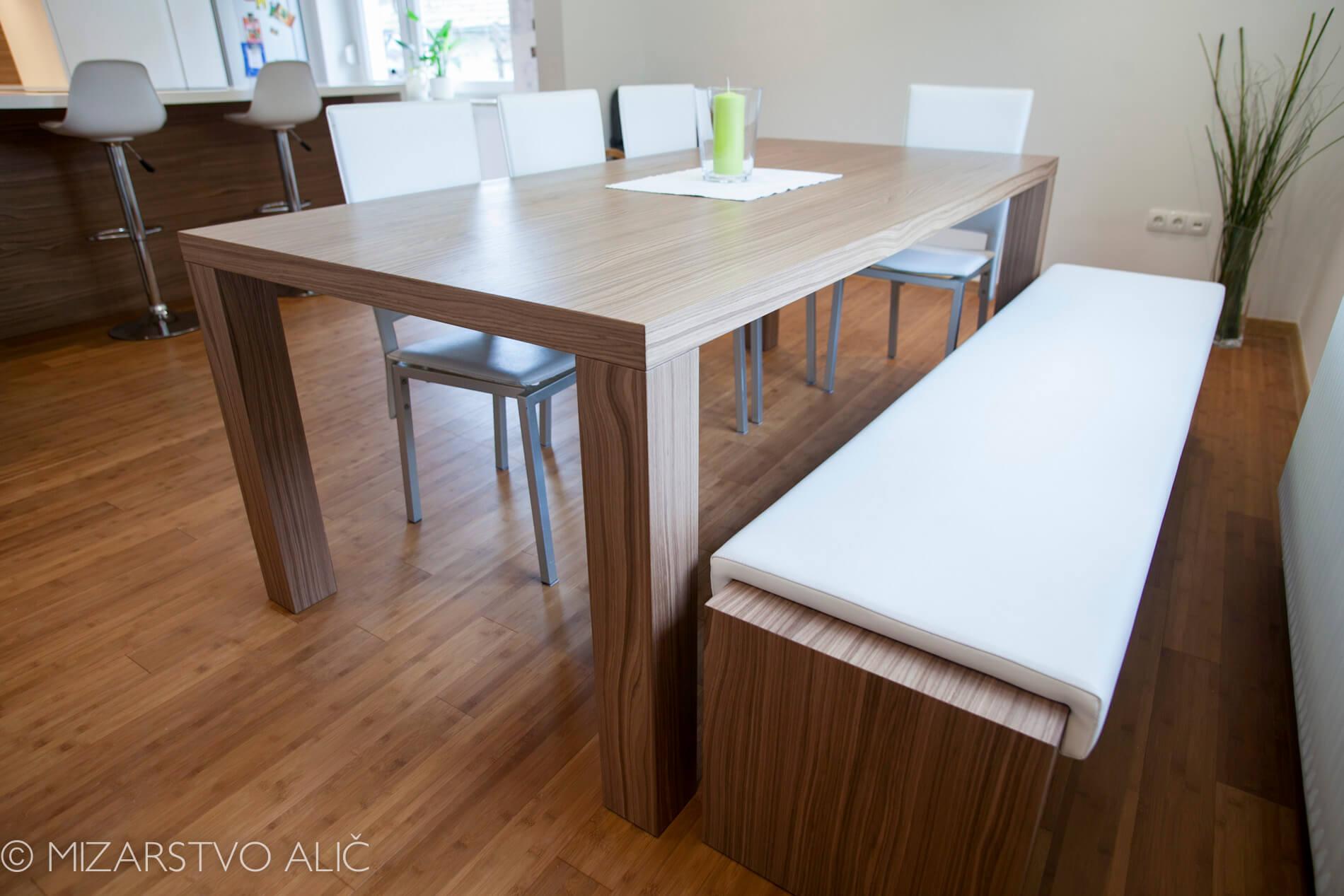 Miza za jedilnico po naročilu, oblazinjena klop