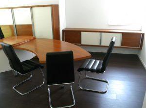 pohištvo furnirano za pisarno