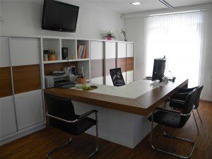 Pisalna miza po naročilu za pisarno