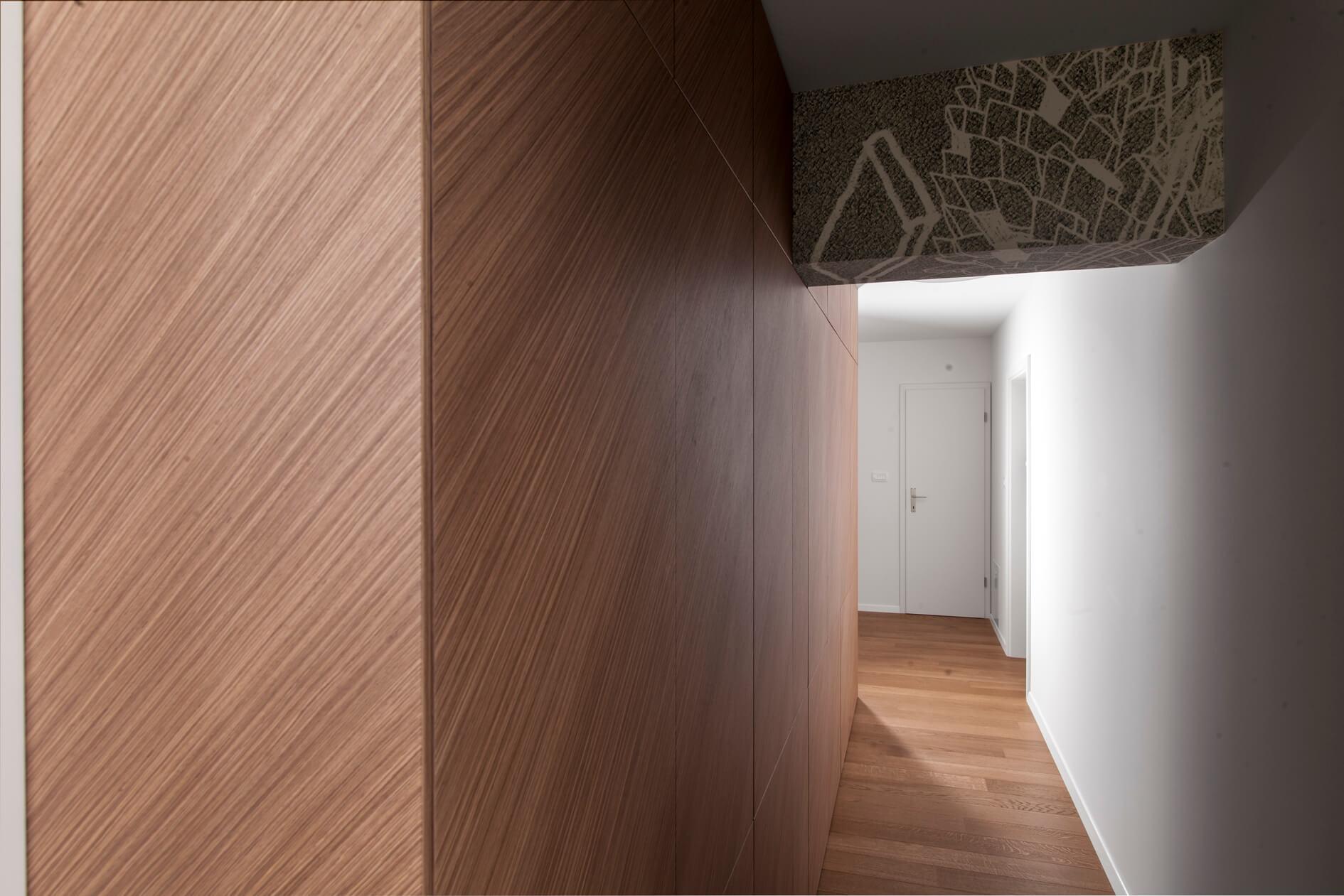 furnirana hrastova vgradna omara predsoba po meri