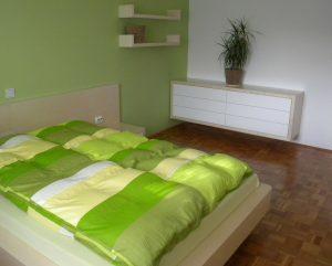 furnirano pohištvo za spalnico