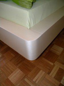 zakonska postelja furnirana po naročilu