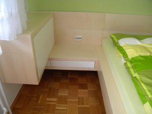 furnirana zakonska postelja po naročilu