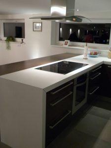 pult po meri za kuhinjo laminat