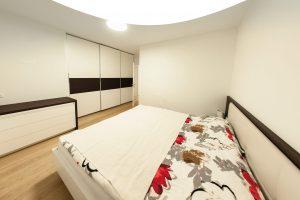 pohištvo za spalnico po meri vgradna garderobna omara postelja