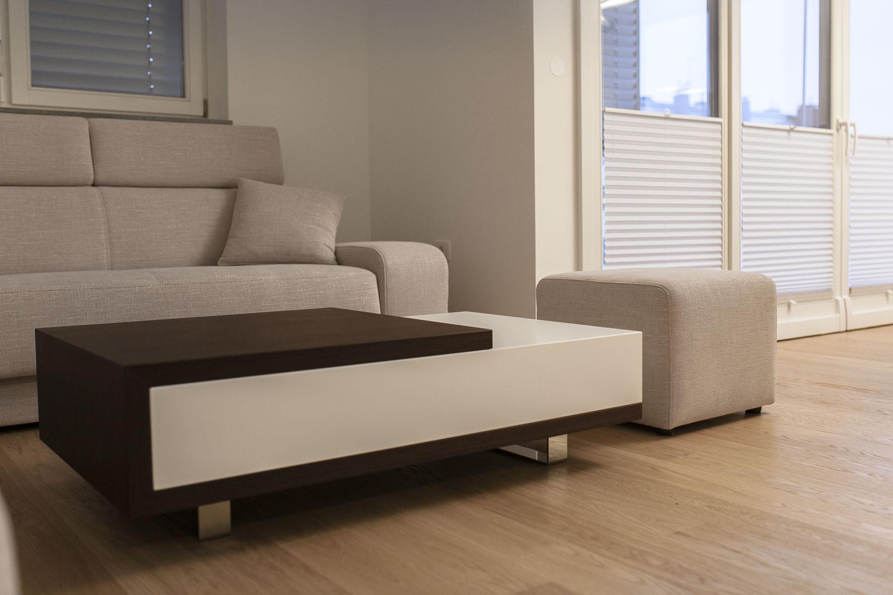 klubska miza za dnevno sobo po meri