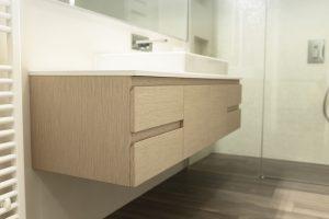 furnirano pohištvo za kopalnico po meri