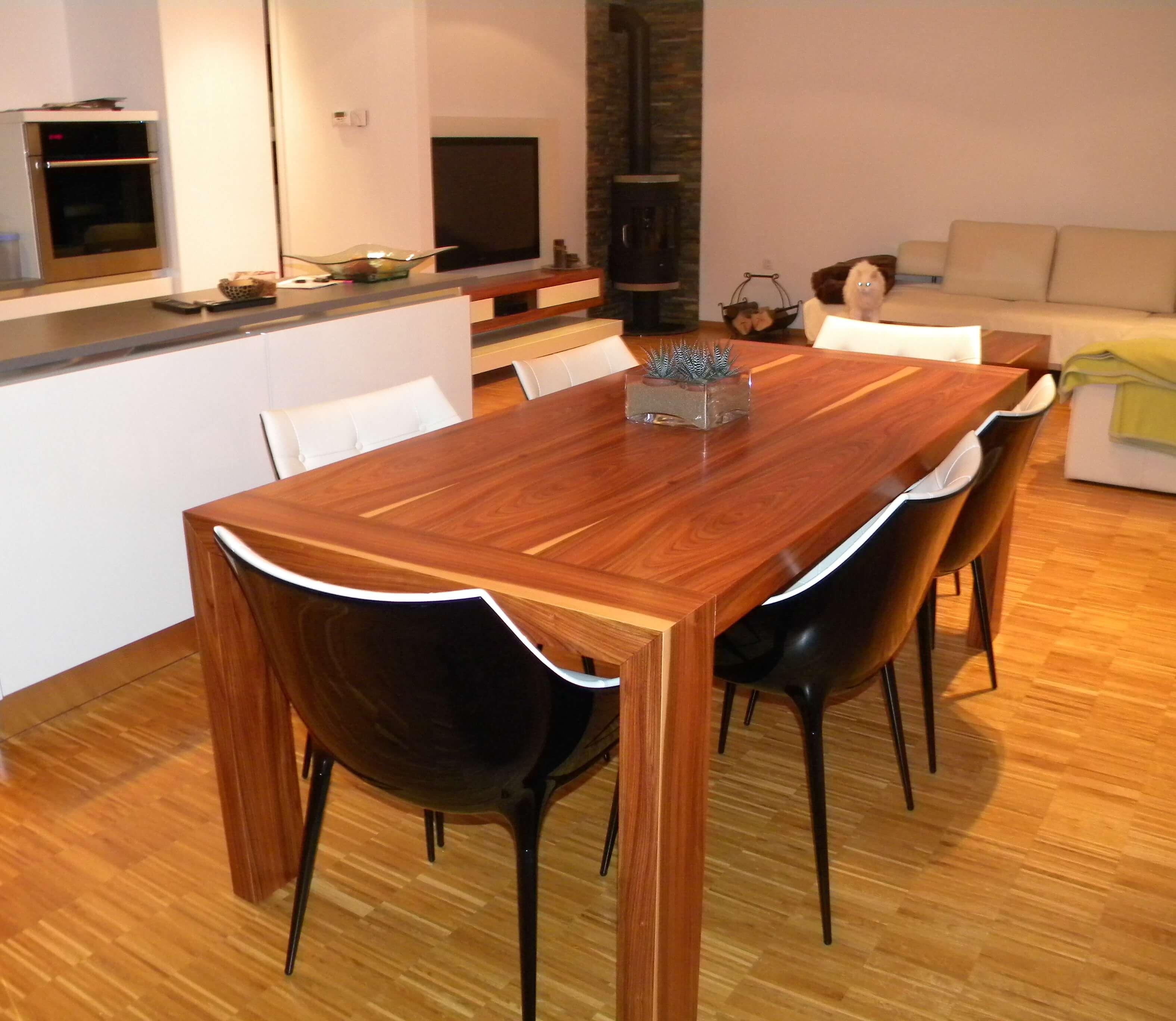 furnirana miza za jedilnico po naročilu