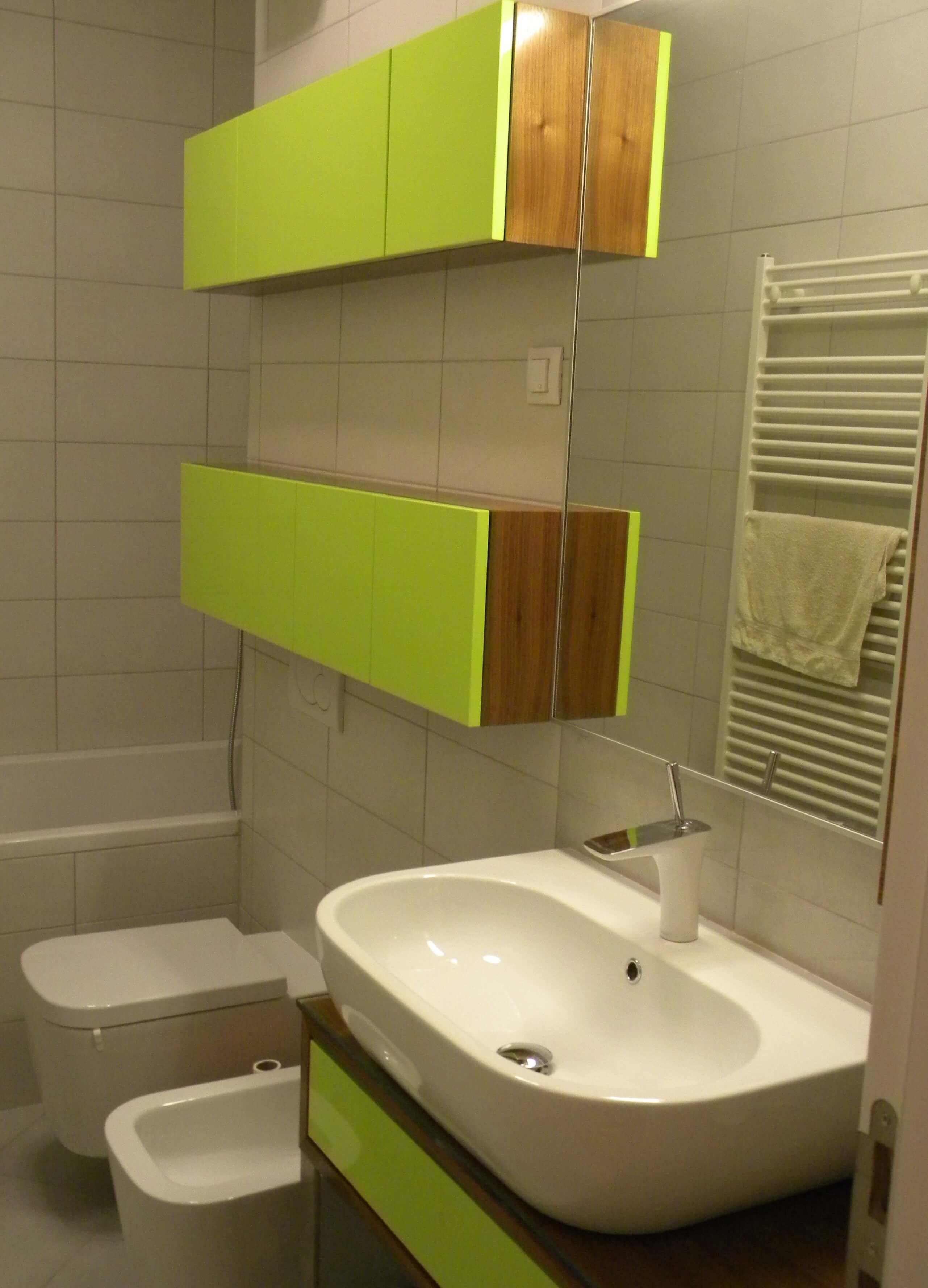 barvano kopalniško pohištvo po naročilu