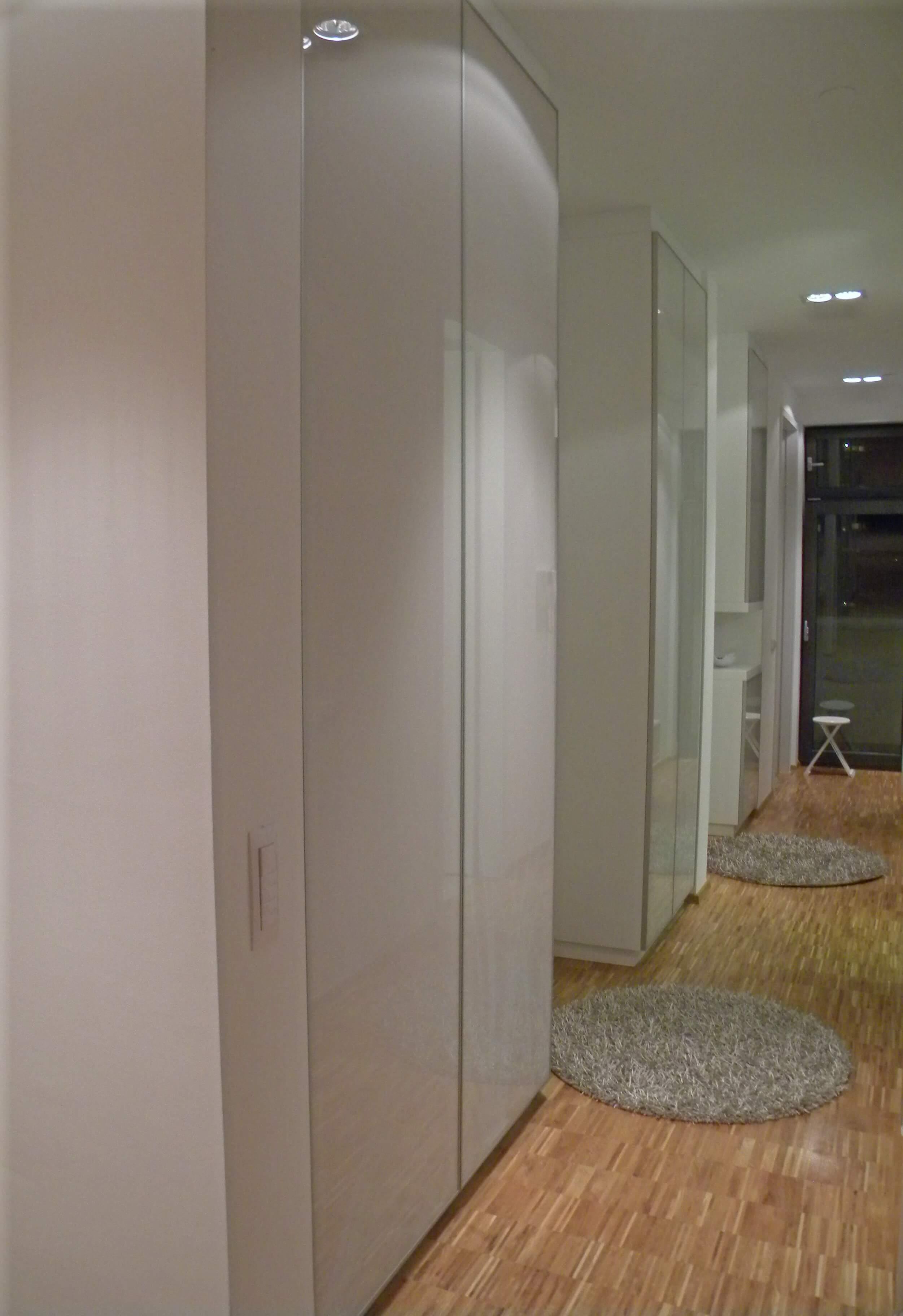 vgradna omara na hodniku in v predsobi po meri