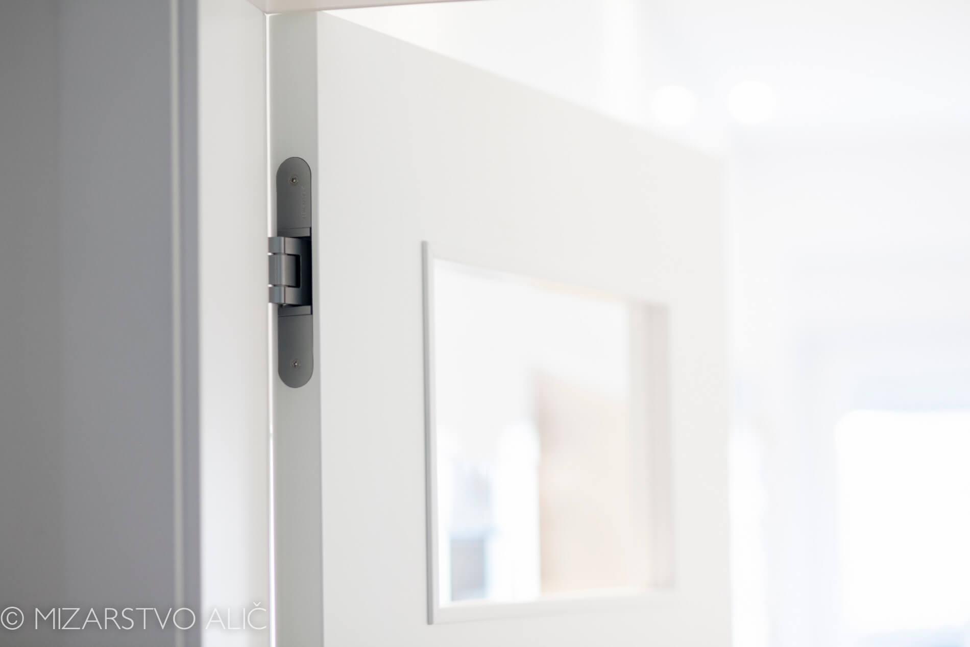 bela barvana Notranja vrata s skritimi nasadili
