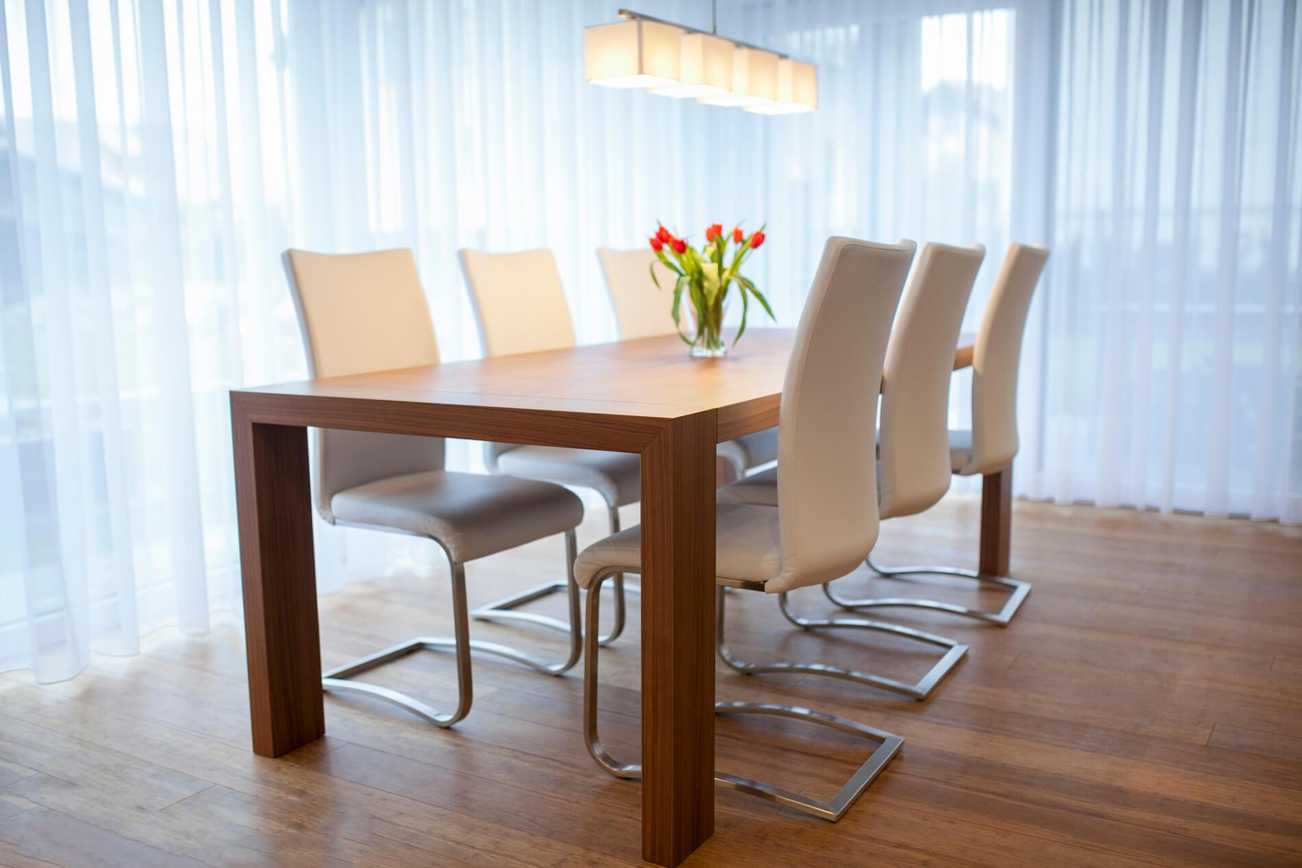 miza za jedilnico furnirana po naročilu