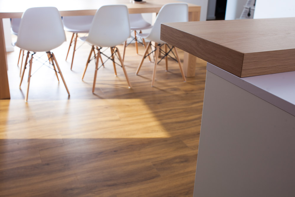 kuhinja in jedilnica enak material moderni stoli