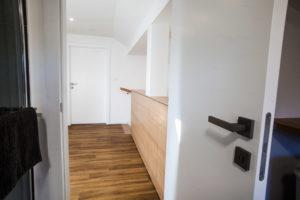 vgradna omara na hodniku omare kot ograja