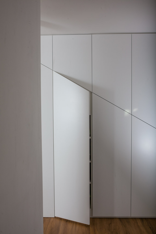 vgradna omara pod stopnicami