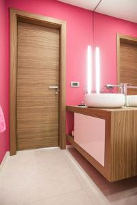 mala kopalnica notranja vrata furnirana