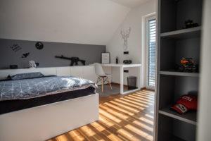 soba za fanta postelja in omare po naročilu