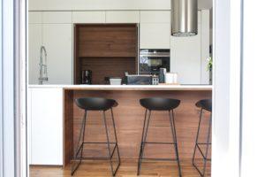 barski stolčki pult umetni kamen hawa sistem odpiranja vrat