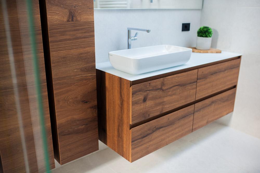 kopalniški sestav furniran staran hrast in steklen pult