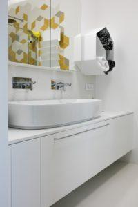 belo kopalniško pohištvo po meri