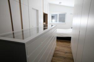 bele vgradne omare po naročilu