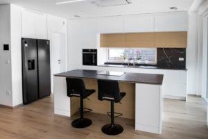 kuhinja bela visok sijaj