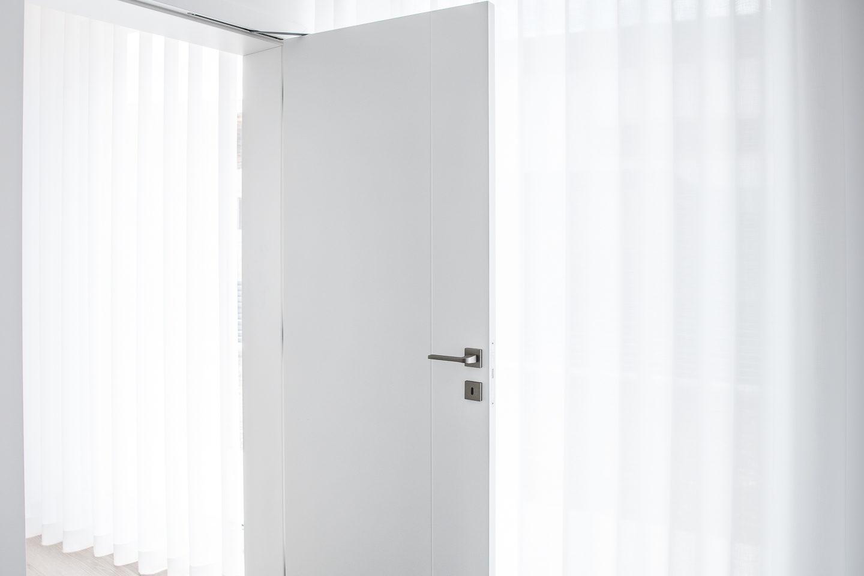 bela notranja vrata krilo z utorom
