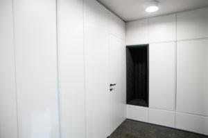 vrata poravnana s steno