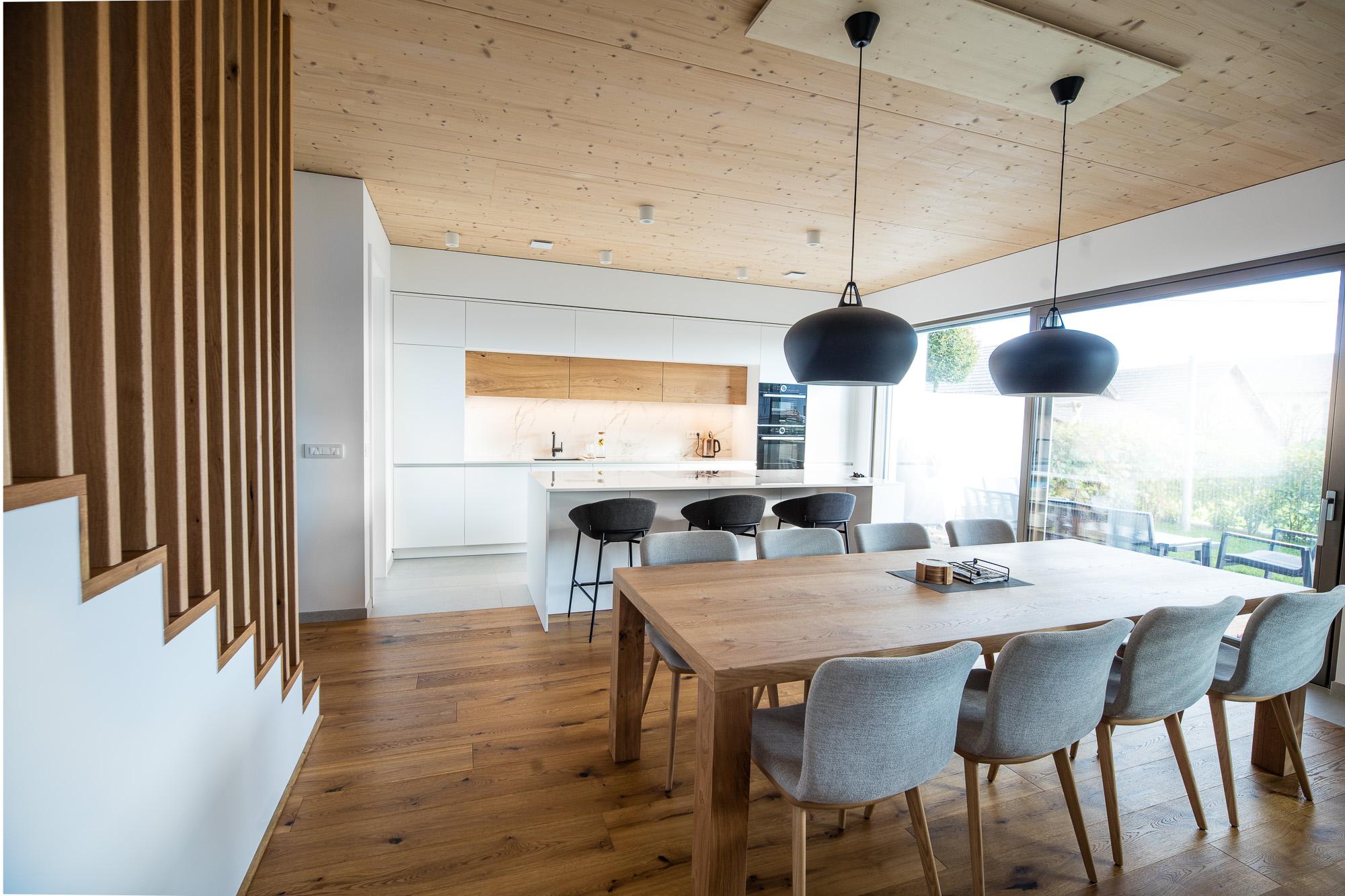 pohištvo za kuhinjo in dnevno sobo